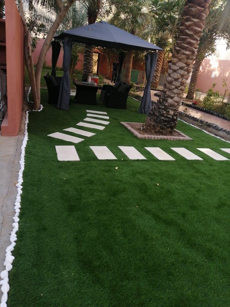تركيب عشب صناعي بالخبر وتوريد وتركيب العشب الصناعي للحدائق والملاعب بخامات ممتازة
